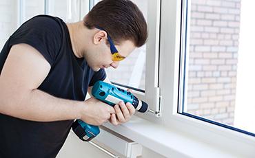 Можно ли самостоятельно осуществить ремонт пластиковых окон?
